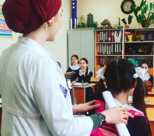 Врач-педиатр Сунженской поликлиники Цицкиева Ф.прочитала сегодня лекцию на тему:»Сколиоз у детей»