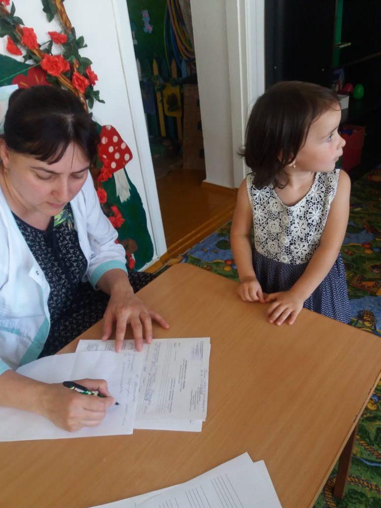 Сегодня врачи-специалисты Сунженской детской поликлиники провели комплексный профосмотр детей в детском садике «Дюймовочка»